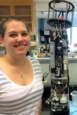 Juliette Smith will use the cytobot to capture images of individual algal cells in real-time. ©L. Gomez/VIMS.