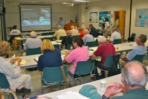 VIMS professor Kim Reece discusses algal blooms with master oyster gardeners during the TOGA refresher course at VIMS.