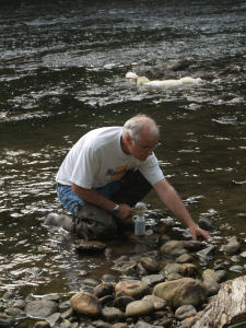Prof. Newman samples mercury-contaminated biota from the Holston River.
